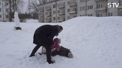 Cik viegli vai grūti ir izvest ārā 3 bērnus?