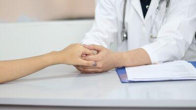 Olsena: Veselības aprūpes sistēma ir tuvu sabrukumam!