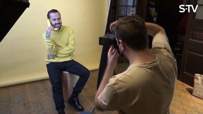 Kā Kašeram iet fotosesijā ar augļiem