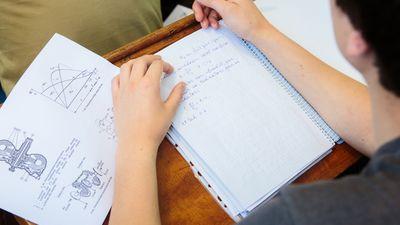 Kāpēc izglītības iestāžu vadītāji lūdz nepubliskot skolu rezultātus eksāmenos?