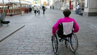 Vai Rīgas ielu infrastruktūra ir piemērota cilvēkiem ar kustību traucējumiem?