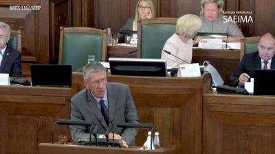 Debatējot par grozījumiem Maksātnespējas likumā, Judins nosauc Kalnozolu par 'pastnieku'