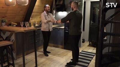 Kašers ar draugu Jāni iemēģina dejas soļus