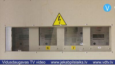 Jēkabpils daudzdzīvokļu mājās regulāri konstatē koplietošanas elektrības zagšanu