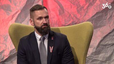 Ko dara Latvijas hokeja federācijas sporta direktors?