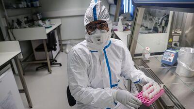 Kā notiek inficēšanās ar koronavīrusu? Vai tiks radītas vakcīnas?