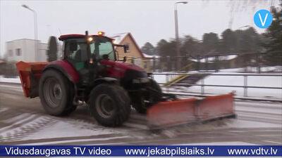 Ceļu uzturētāji Jēkabpilī gatavi intensīvai snigšanai