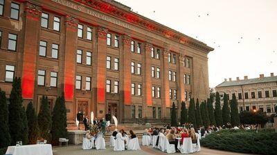 Vakariņas dažādās Daugavpils vietās - parkā, uz tilta un citur