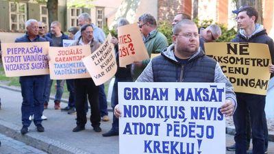 Taksometru vadītāju protests neizskatījās nopietni, apgalvo Žunna