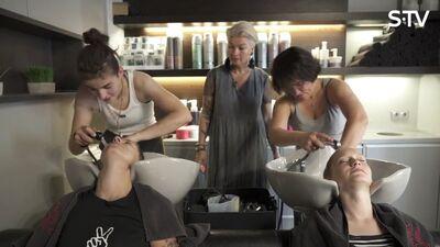Ērkšķu meitenes mācās mazgāt matus un uzlikt make-up
