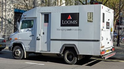 Francijā inkasācijas automašīnas šoferis nozudis kopā ar 1 miljonu eiro