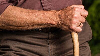 Vai pensionāriem piešķirs sen solītās piemaksas?