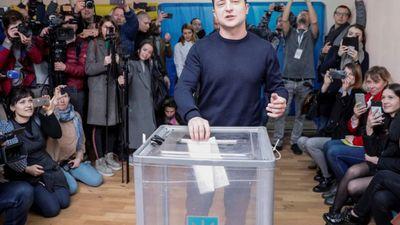Daukšts: Šīs vēlēšanu cīņas Ukrainā izskatās pēc humora šova