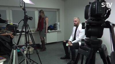 Magone ierodas uz interviju pie Kiviča