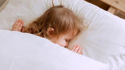 Bērns naktī mostas un kliedz. Kāpēc tā notiek?