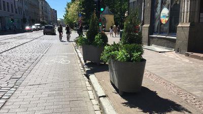 Barona ielas puķupodi parāda Rīgas domes rīcībnespēju, pauž Jonovs