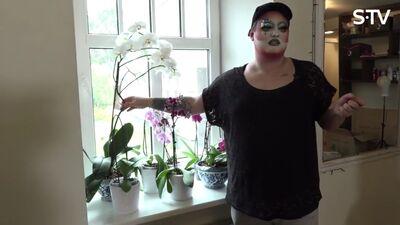 Amuna Davis stāsta par savām orhidejām un dalās pieredzē par kopšanu