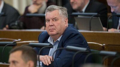 Kāpēc Urbanovičs atsauca savu parakstu?