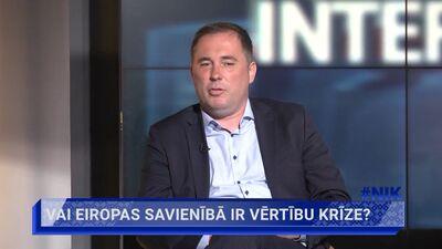 Šmits: Krekla plēšana un skaļa bļaušana nedod labumu Latvijai