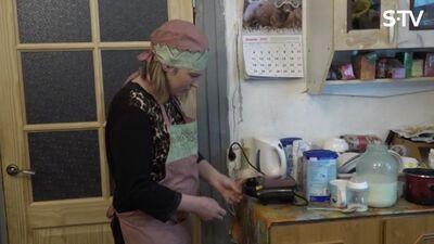 Magone tosterī cepj vafeles - kā viņai sanāk?