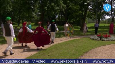 """Ar """"Saulesviju"""" sveic Latvijas skolu jaunatnes dziesmu un deju svētku dalībniekus"""