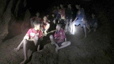 Taizemes alā iesprostotie zēni ir veseli un jūtas samērā labi