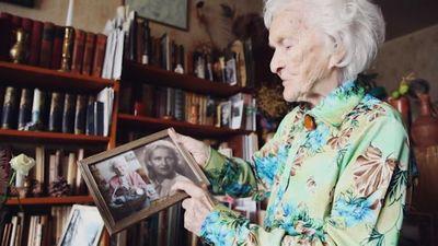 Simtgadniece Elvīra Baldiņa Latvijas simtgadei
