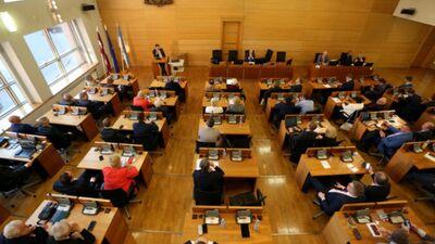 Gobzems: Rīgas dome bija jāatlaiž to pašu iemeslu dēļ, kāpēc jāatlaiž Saeima