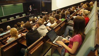 Kādu kategoriju studijas piedāvā Latvijas augstskolas?