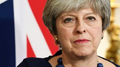 """Meja cietusi sakāvi parlamenta balsojumā par viņas """"Brexit"""" stratēģiju"""