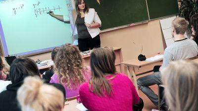 Vanaga: Kaut arī notiek skolu optimizācija, skolotāju trūkst