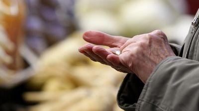Reirs skaidro, kāpēc visiem pensionāriem nepalielināja pensiju piemaksas