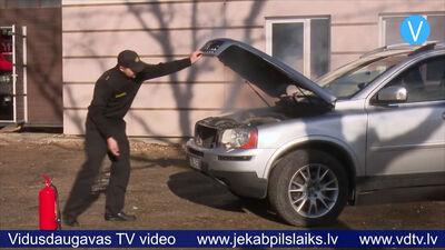 Pareiza rīcība automašīnas aizdegšanās gadījumā