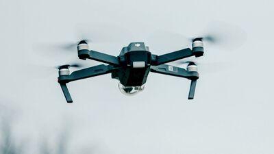 Kas jāzina, lai vadītu dronu? Kur Latvijā visvairāk tiek izmantoti droni?
