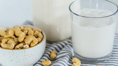 Uzzini, kā mājas apstākļos pagatavot Indijas riekstu pienu!