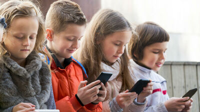 Ieklausies! 'Gadžetu' lietošana un atkarību veidošanās skolas vecuma bērniem