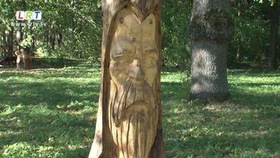 Dzejnieka Roberta Mūka piemiņai veltītas jaunas koka skulptūras