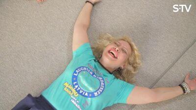 Kas ir smieklu joga, un kā tā ietekmē ikdienas labsajūtu?