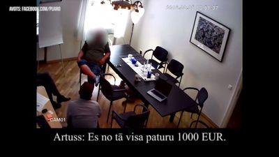 Artuss Kaimiņš aizturēts Saeimā. Noziedzies vai noņemts no trases?