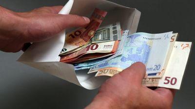 Jaunzeme: Veidojam rokasgrāmatu, kā apkarot aplokšņu algas