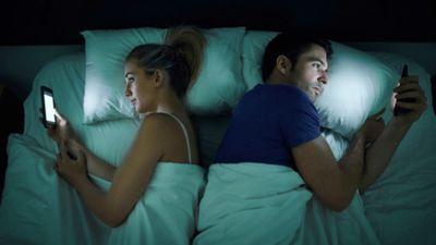 Ieklausies: ekrānu zilā krāsa visvairāk traucē miega režīmu!
