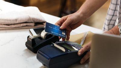 Horens Stalbe: Ar kredītkartēm sabiedrība ir vieglāk kontrolējama