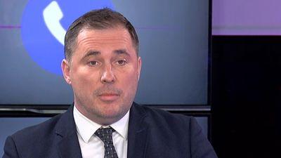 """Šmits: """"Šaubos par koalīcijas partiju vēlmi izbeigt OIK"""""""